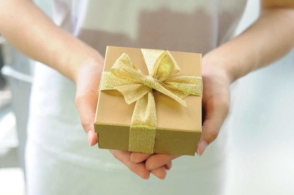 Est-il utile d'offrir un cadeau à un fournisseur ?